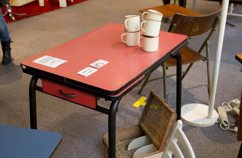 table formica rouge 01. Black Bedroom Furniture Sets. Home Design Ideas